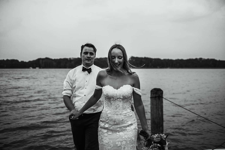 Brautpaar portraits neben wassar,