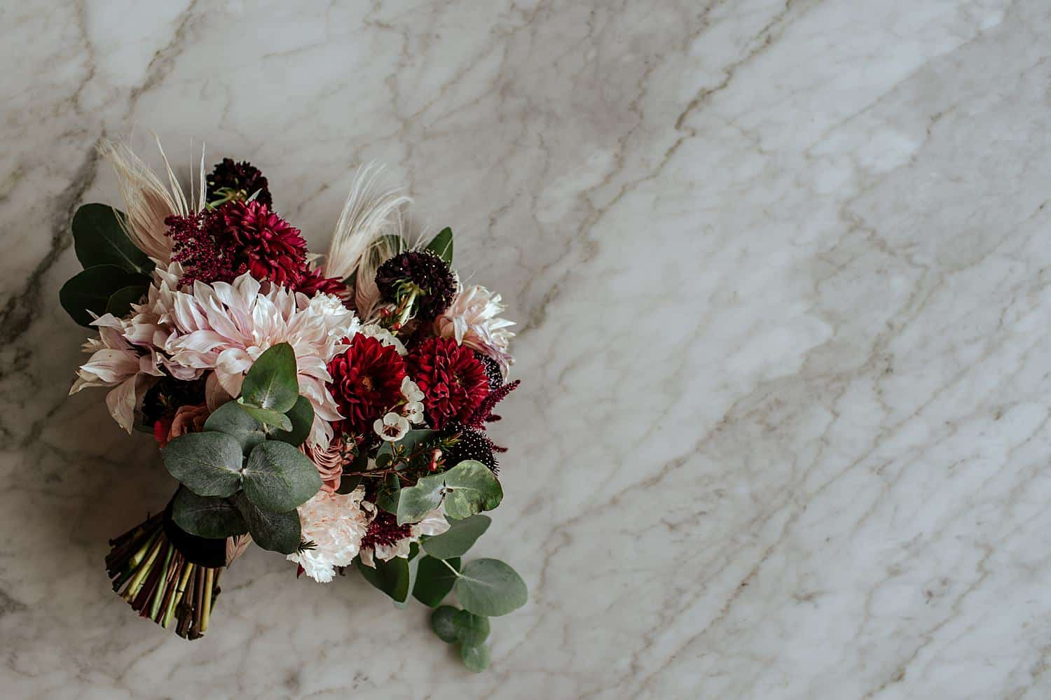 Burgunder Blumenstrauß,