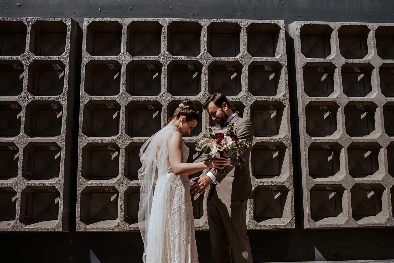 Brautpaar first look Kaiser-Wilhelm-Gedächtnis-Kirche - Berlin,