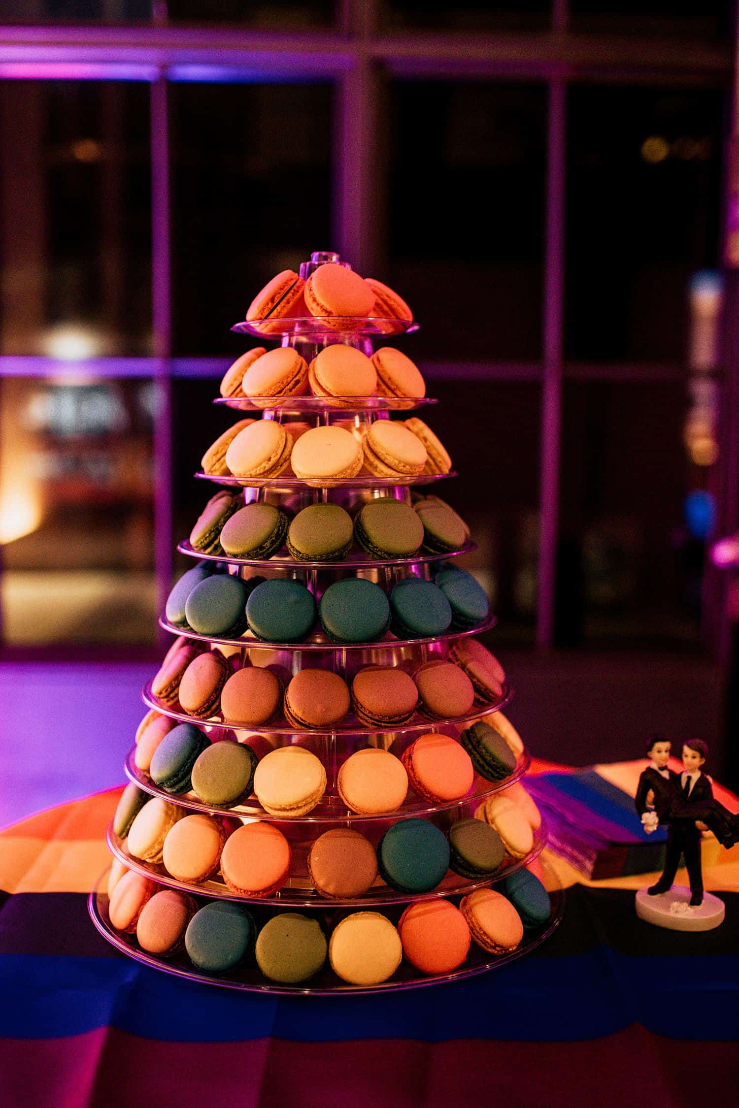 schwule Hochzeitstorte mit macaron,