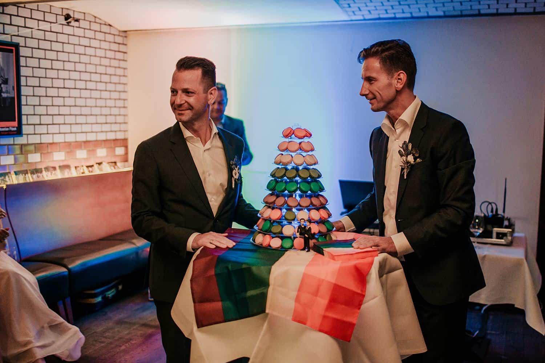 schwule Hochzeitstorte mit macaron,schwules Paar berlin,umspannwerk ost hochzeit. gleichgeschlechtliche ehe,