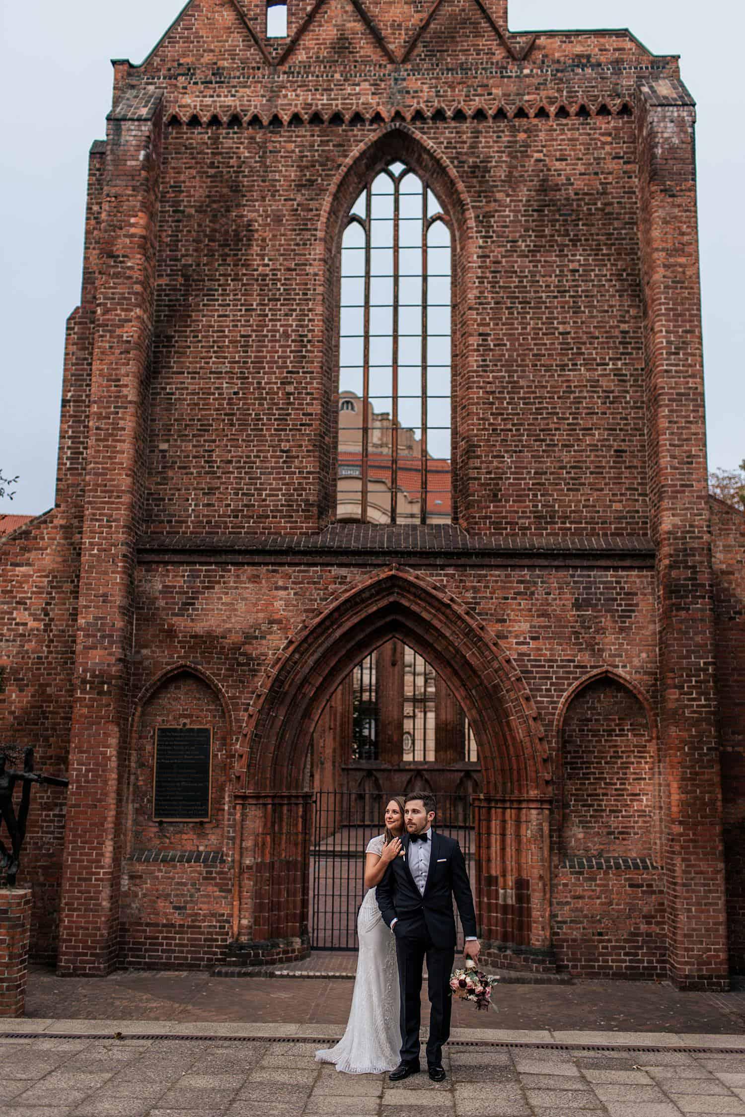 Ruine der Franziskaner-Klosterkirche HOchzeitsfotos Brautpaar,